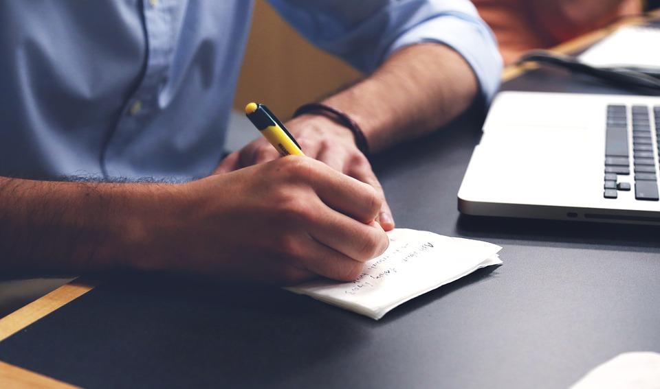 La eterna pregunta: ¿se nos olvidará escribir con bolígrafo y papel?