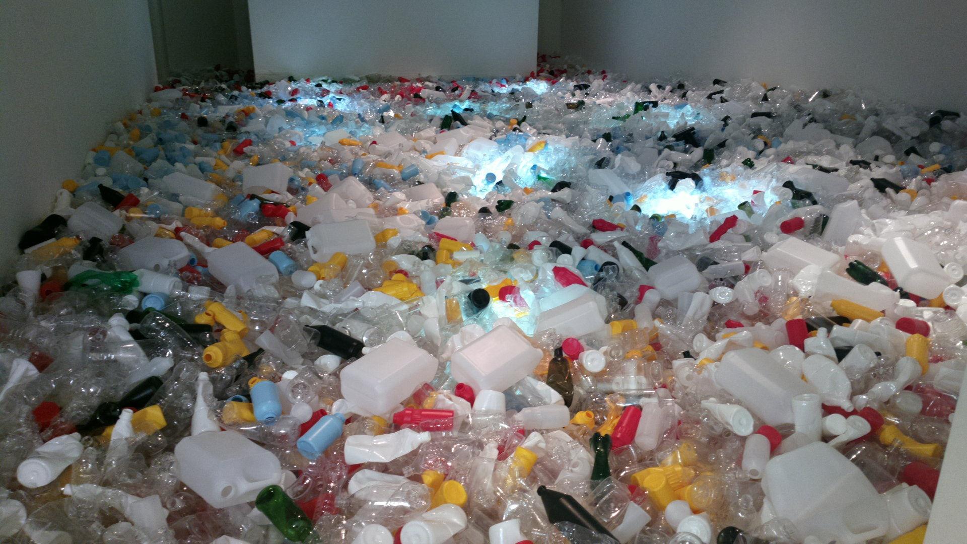 Este método permite convertir botellas de plástico en diésel