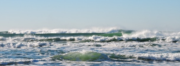 Socorristas al rescate en tablas de surf motorizadas