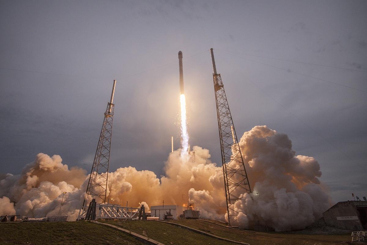 SpaceX logra el acoplamiento de la Crew Dragon en la Estación Espacial Internacional
