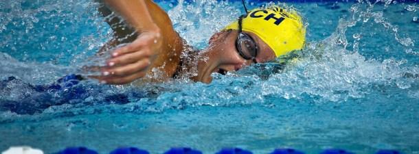 Un gorro de natación que permite nadar cómodamente a las personas invidentes