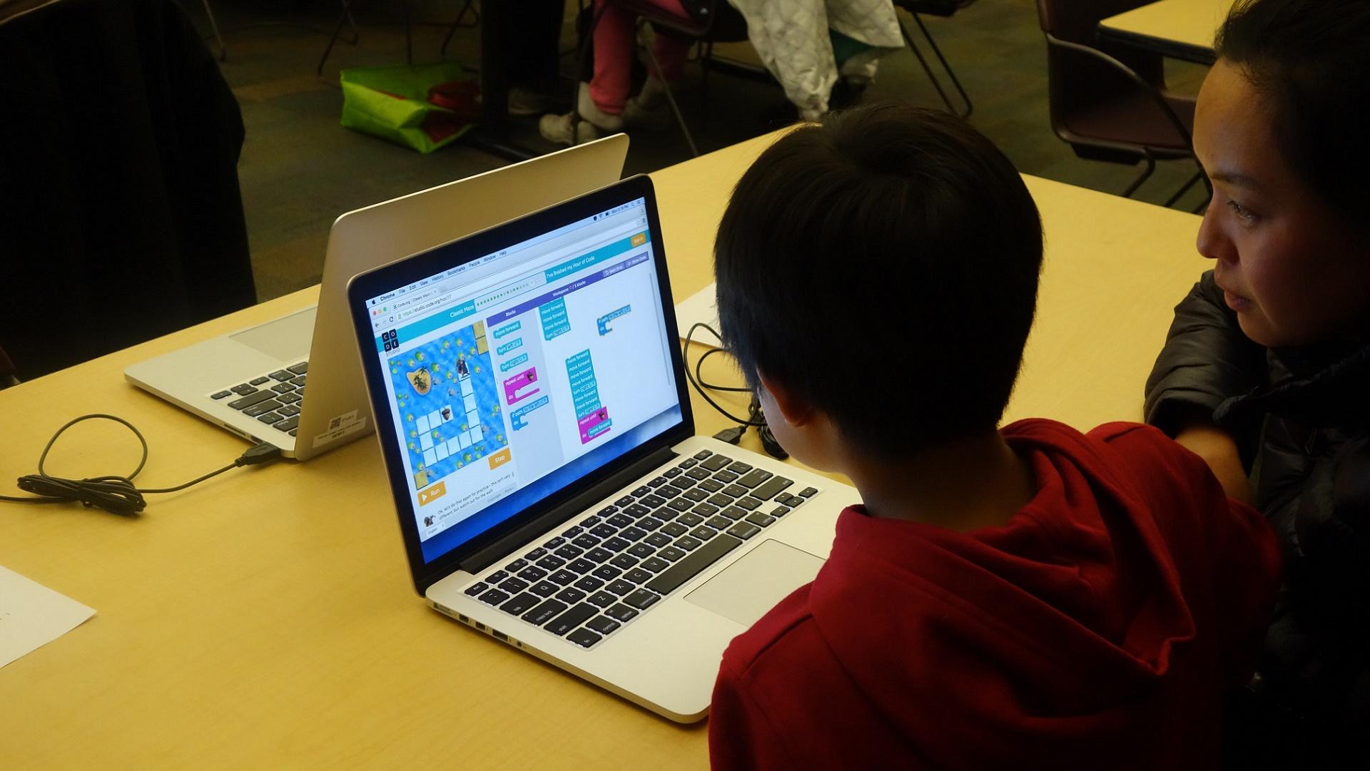 Telefónica acerca la tecnología a una escuela rural en Chile