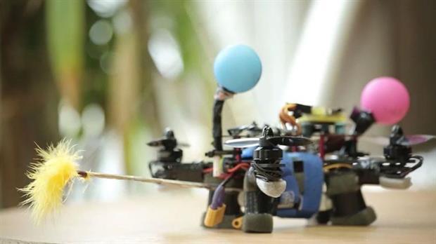 Este drone polinizador es el primer paso hacia las abejas robóticas