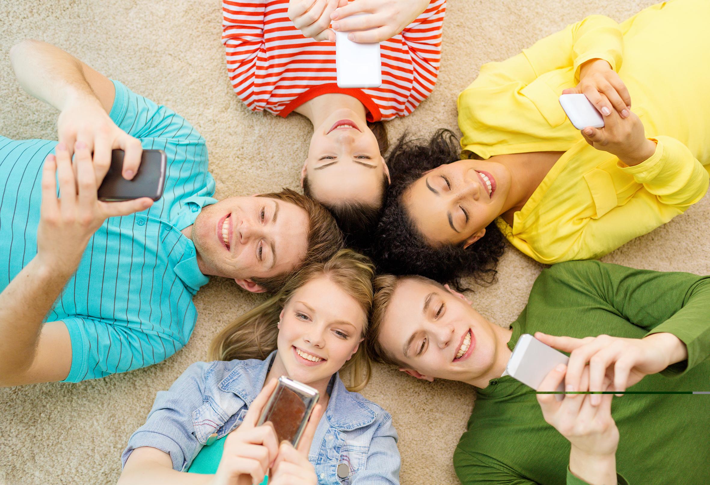 Así son los jóvenes de hoy: digitales, activos y conscientes de las ventajas y riesgos de las redes sociales
