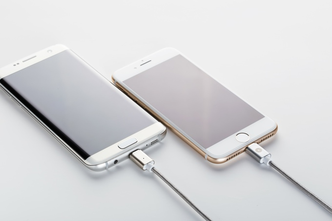 Las ventajas de conectores magnéticos para cargar tu smartphone, tablet o portátil