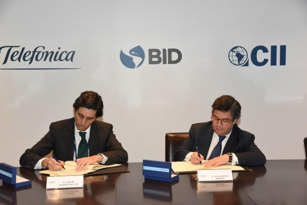 Jose María Álvarez-Pallete y Luis Alberto Moreno firman el acuerdo