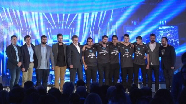Los integrantes del equipo de Movistar Riders, ESL y Movistar