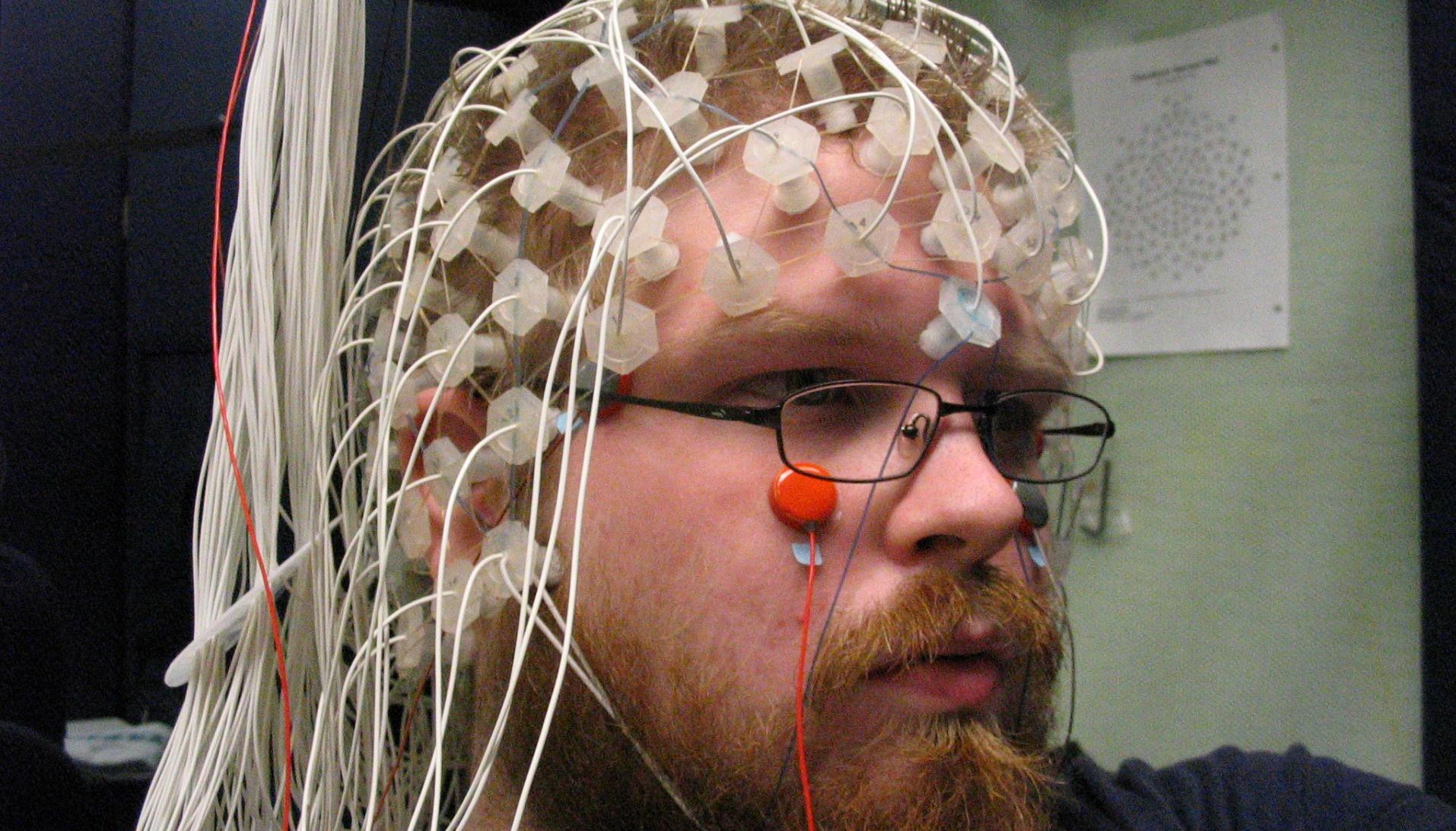 Esta interfaz cerebro-ordenador tiene el récord de escribir con la mente