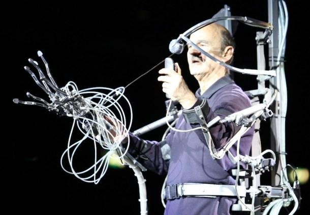 Mezclar a los humanos con las máquinas