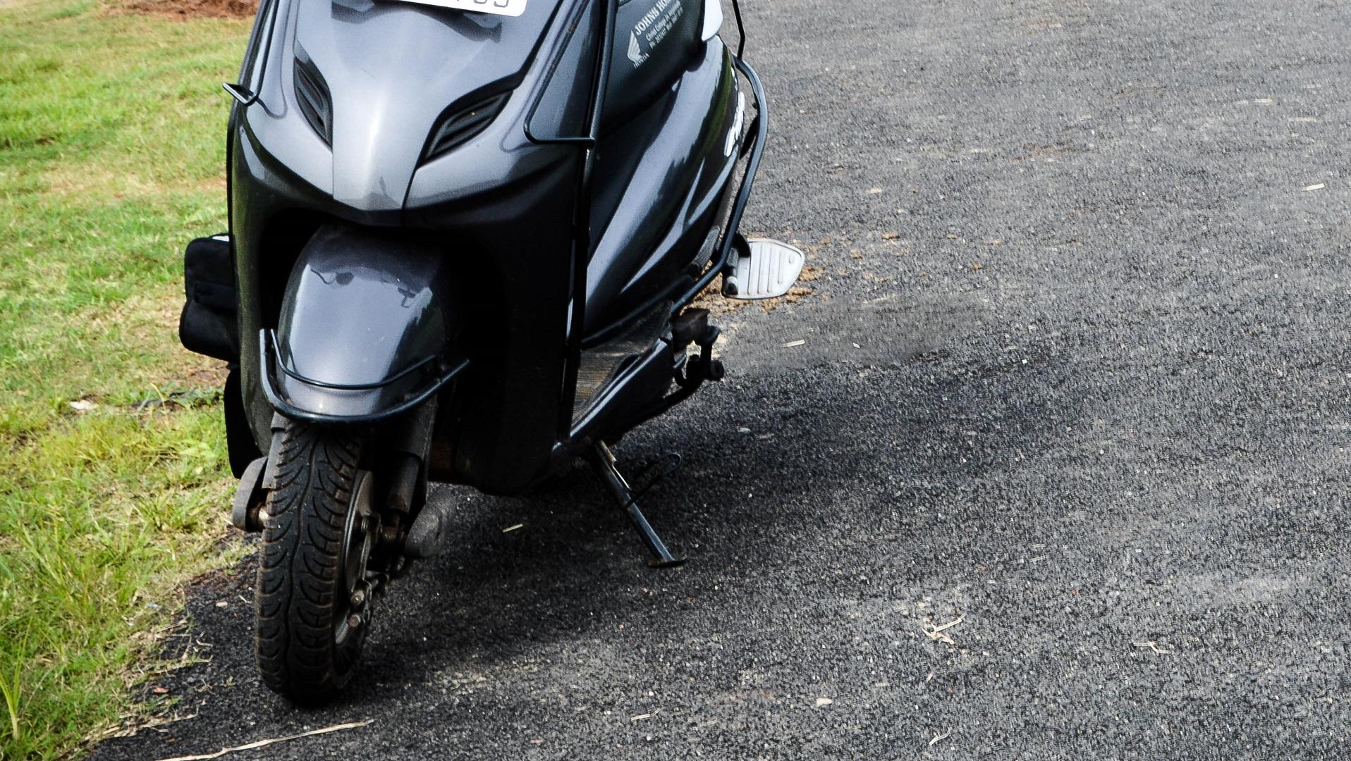 La moto eléctrica india sale a la venta por 300 dólares