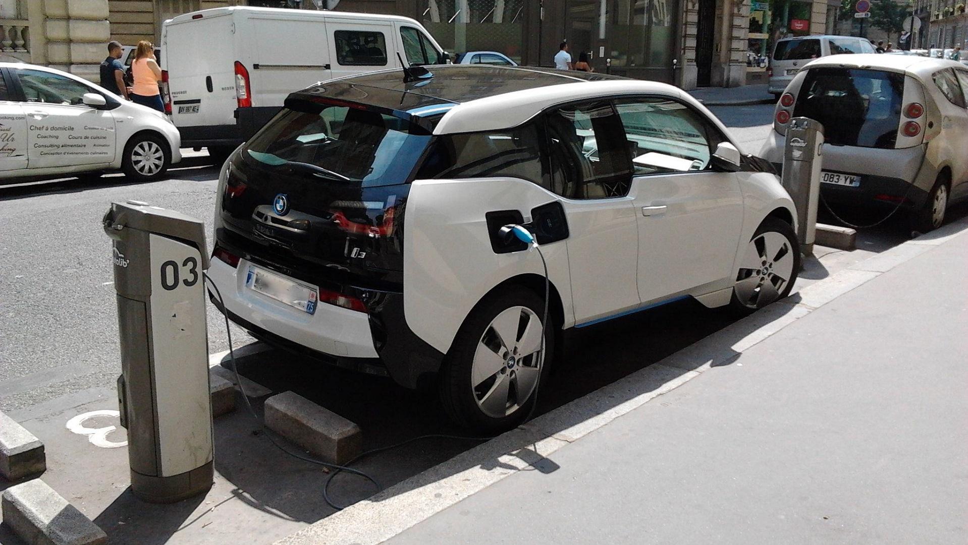 En menos de 25 años se venderán más coches eléctricos que de combustión