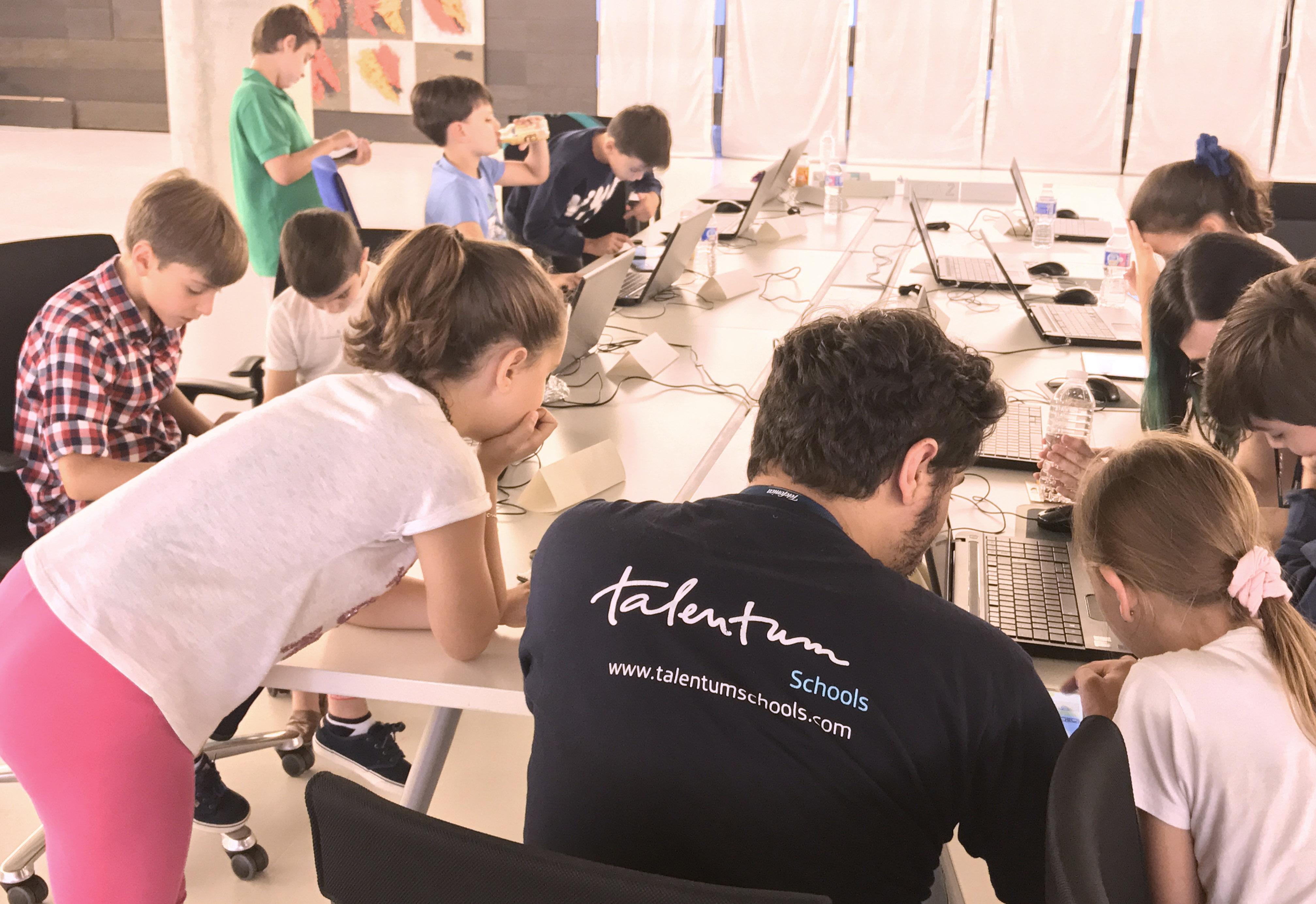 Los consejos del creador de Khan Academy para estudiar cursos online gratis