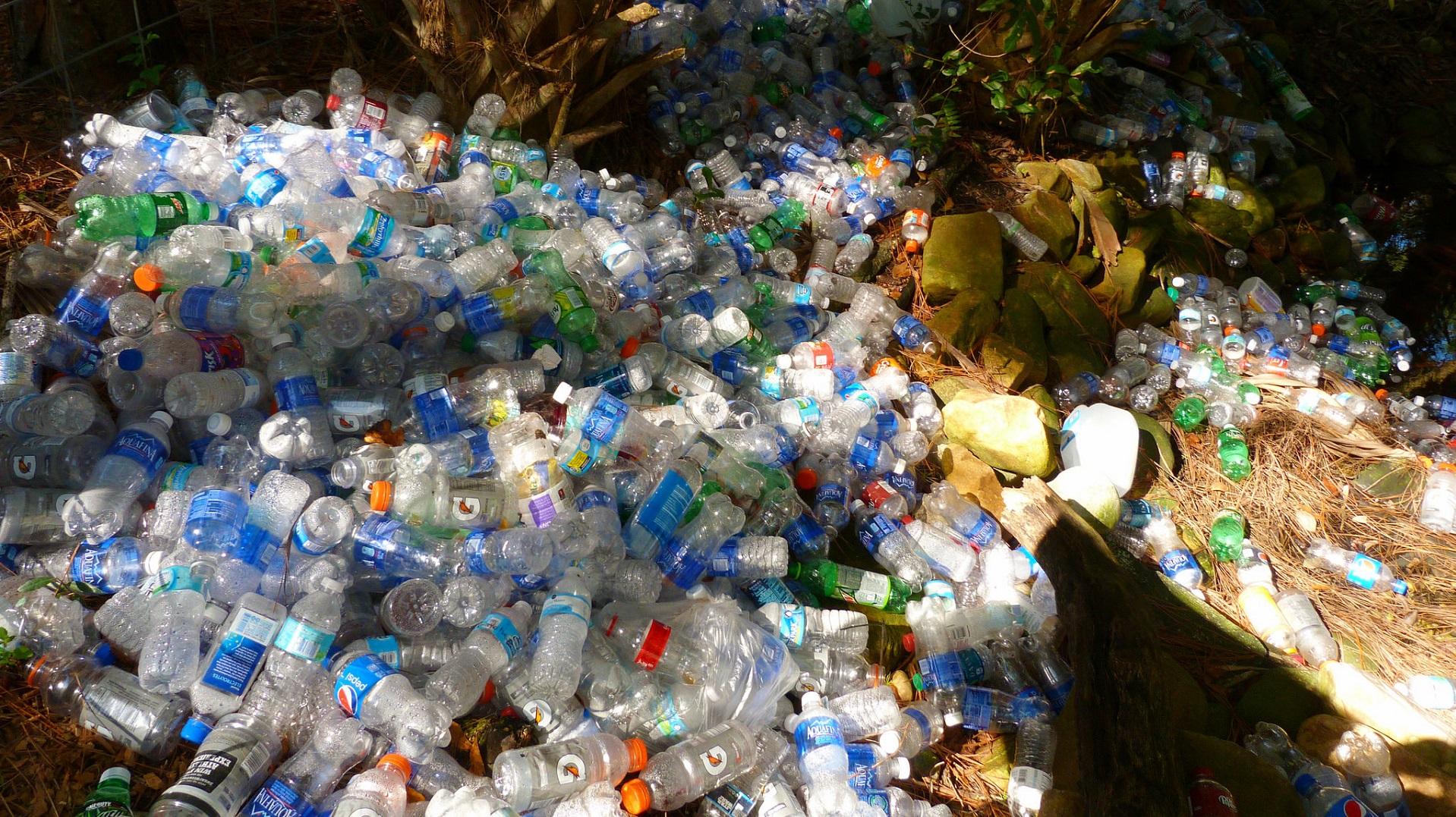 La Unión Europea sentencia de muerte a los plásticos no reciclables