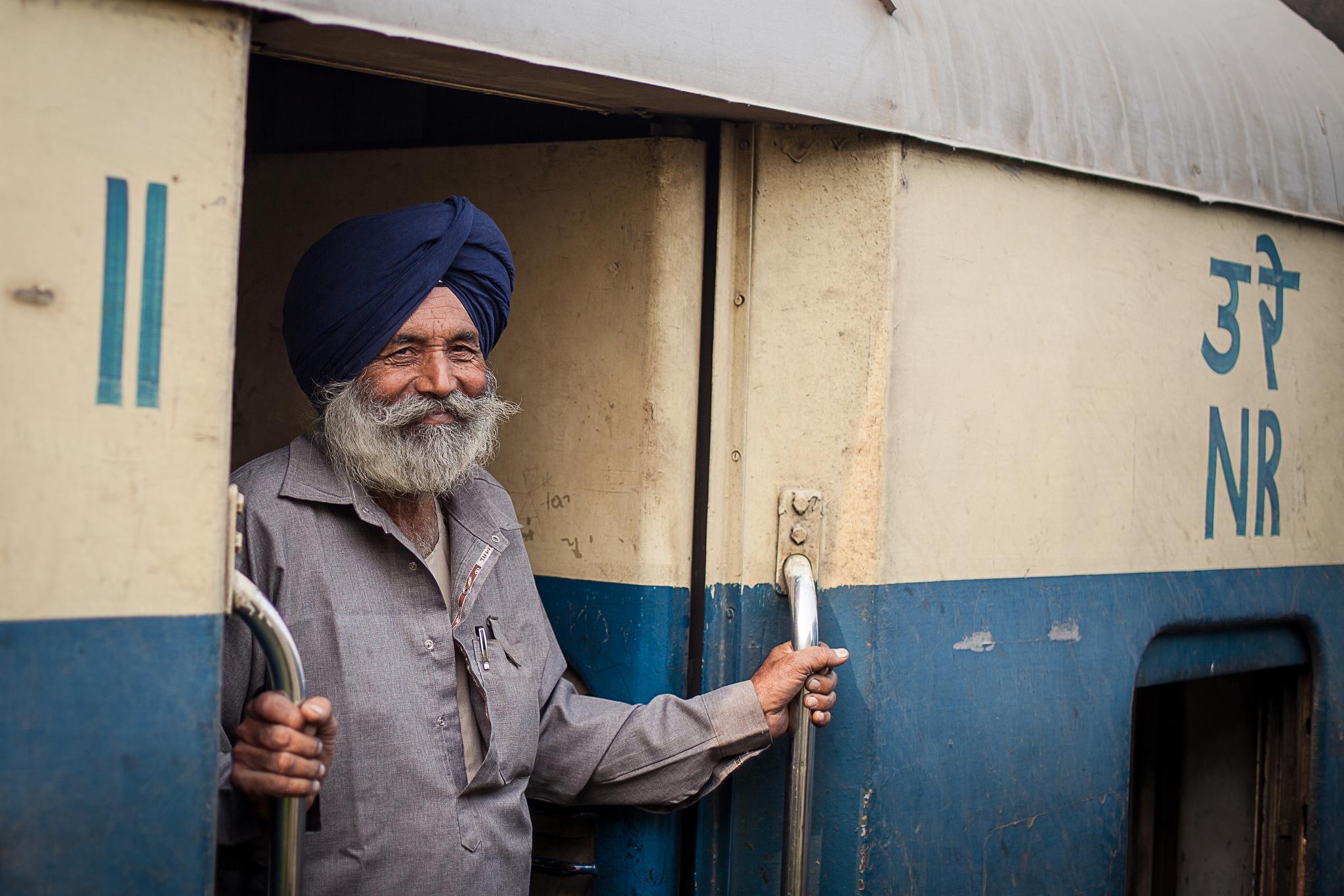 India estrena sus trenes con paneles solares en el techo