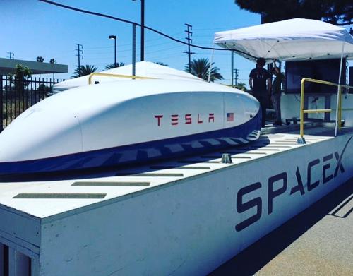 Una cápsula de Tesla bate el récord de velocidad de Hyperloop