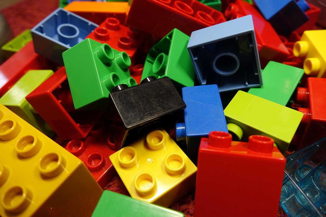 Instrucciones para crear utilidades y objetos con piezas de Lego