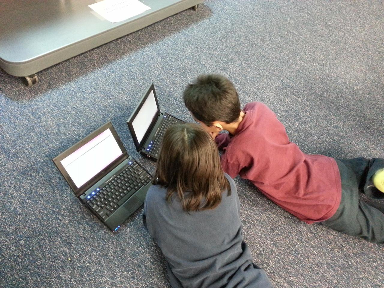 ConnectSafely: guía de Internet para padres (e hijos)