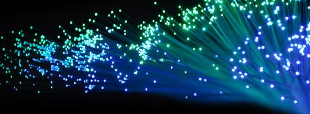La fibra óptica de plástico llama a la puerta
