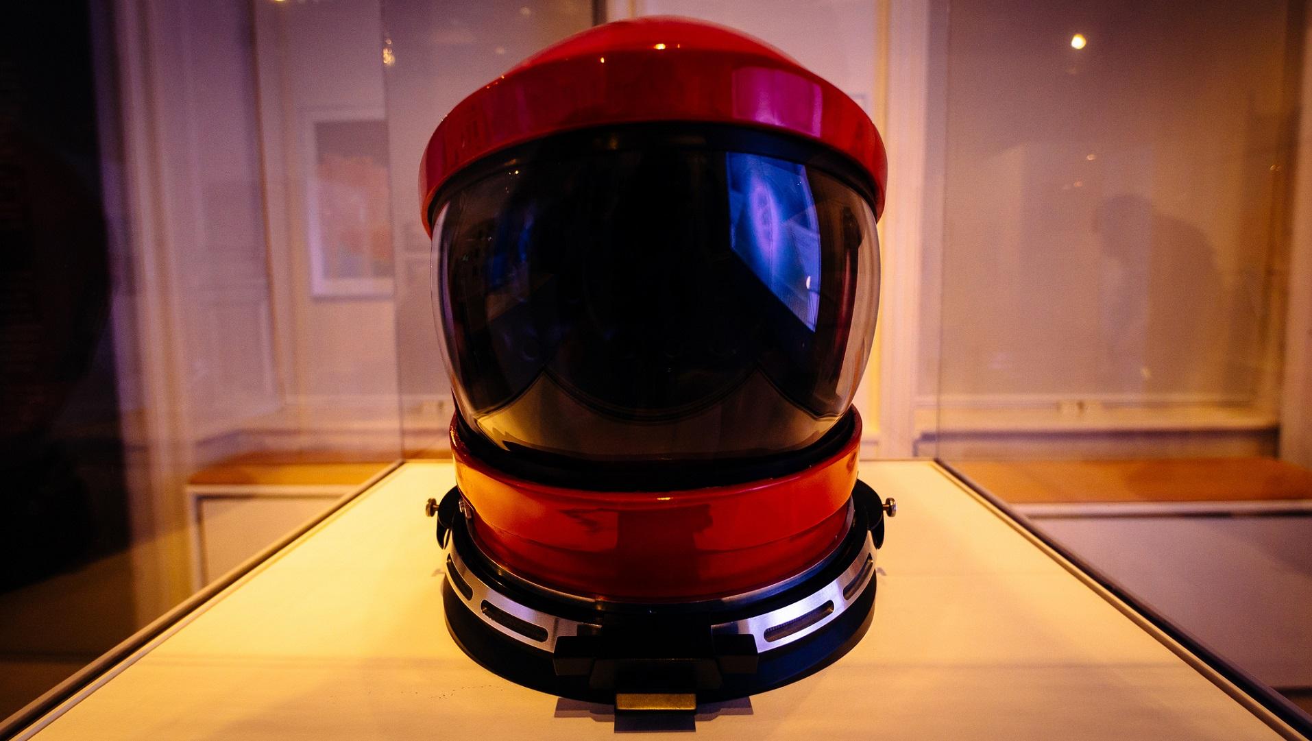 Este casco inteligente llama a la ambulancia si tienes un susto con la moto