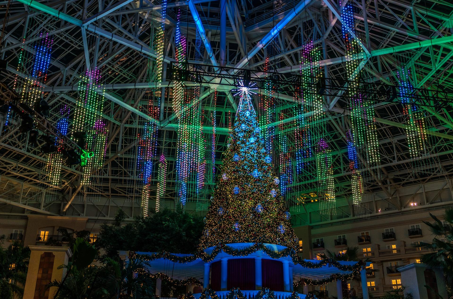 La Navidad despliega la decoración más tecnológica en las ciudades