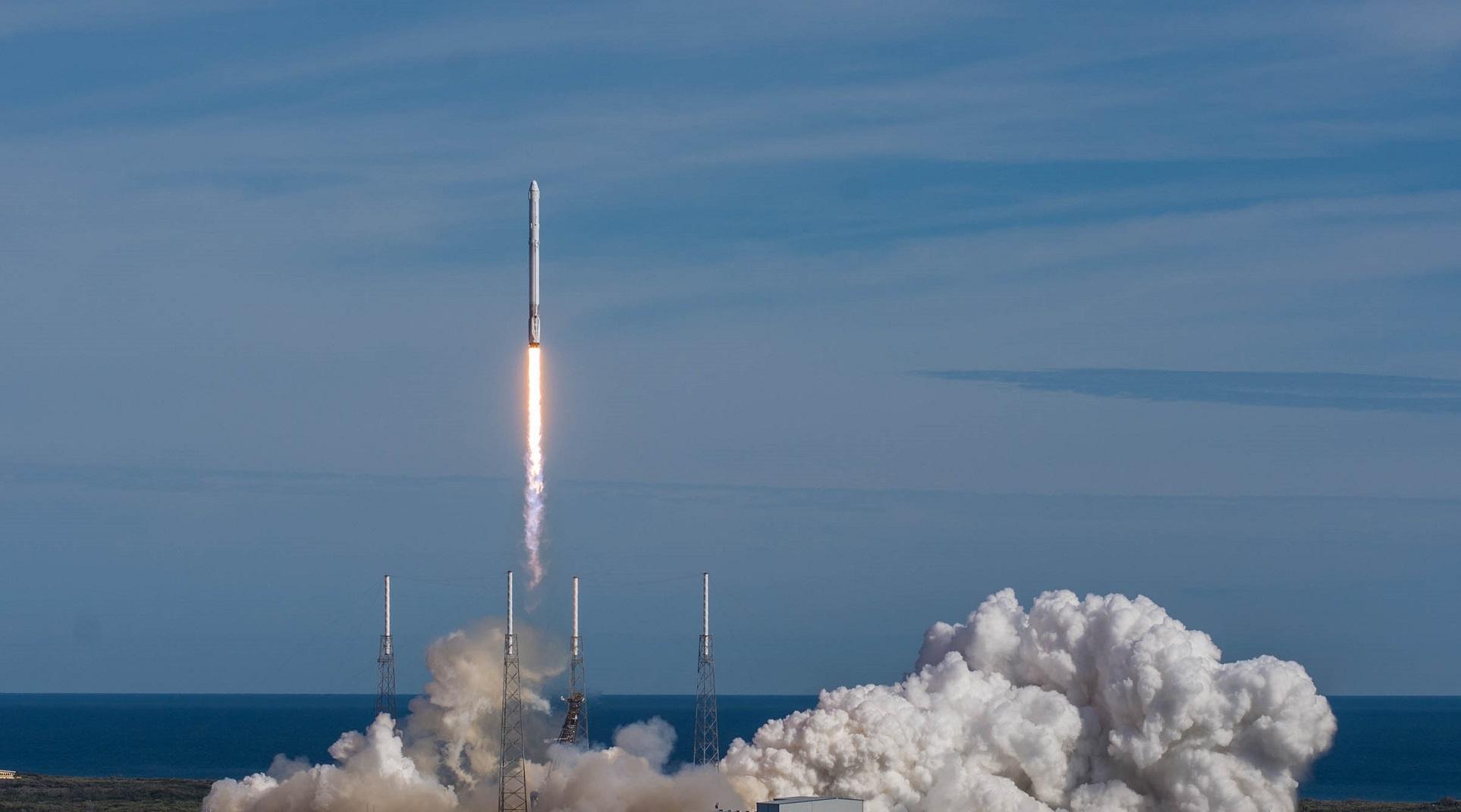 SpaceX da inicio a Starlink con el lanzamiento de 60 satélites