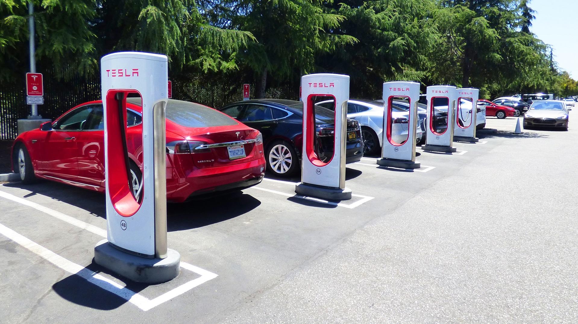 California quiere tener 250.000 puntos de carga eléctricos en 2025
