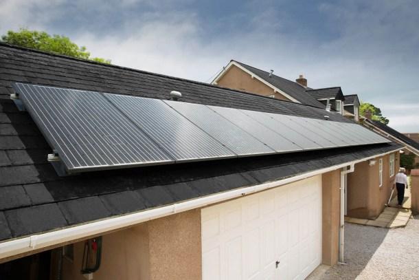 Paneles solares y baterías