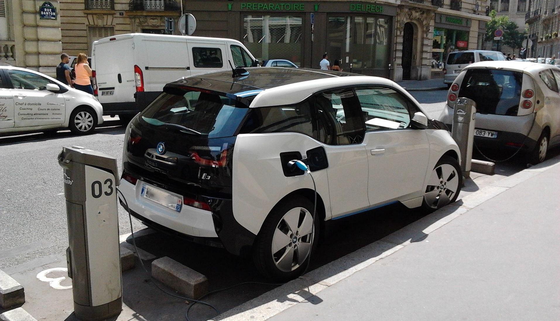 Por qué los precios de las baterías han disminuido un 50% en tres años