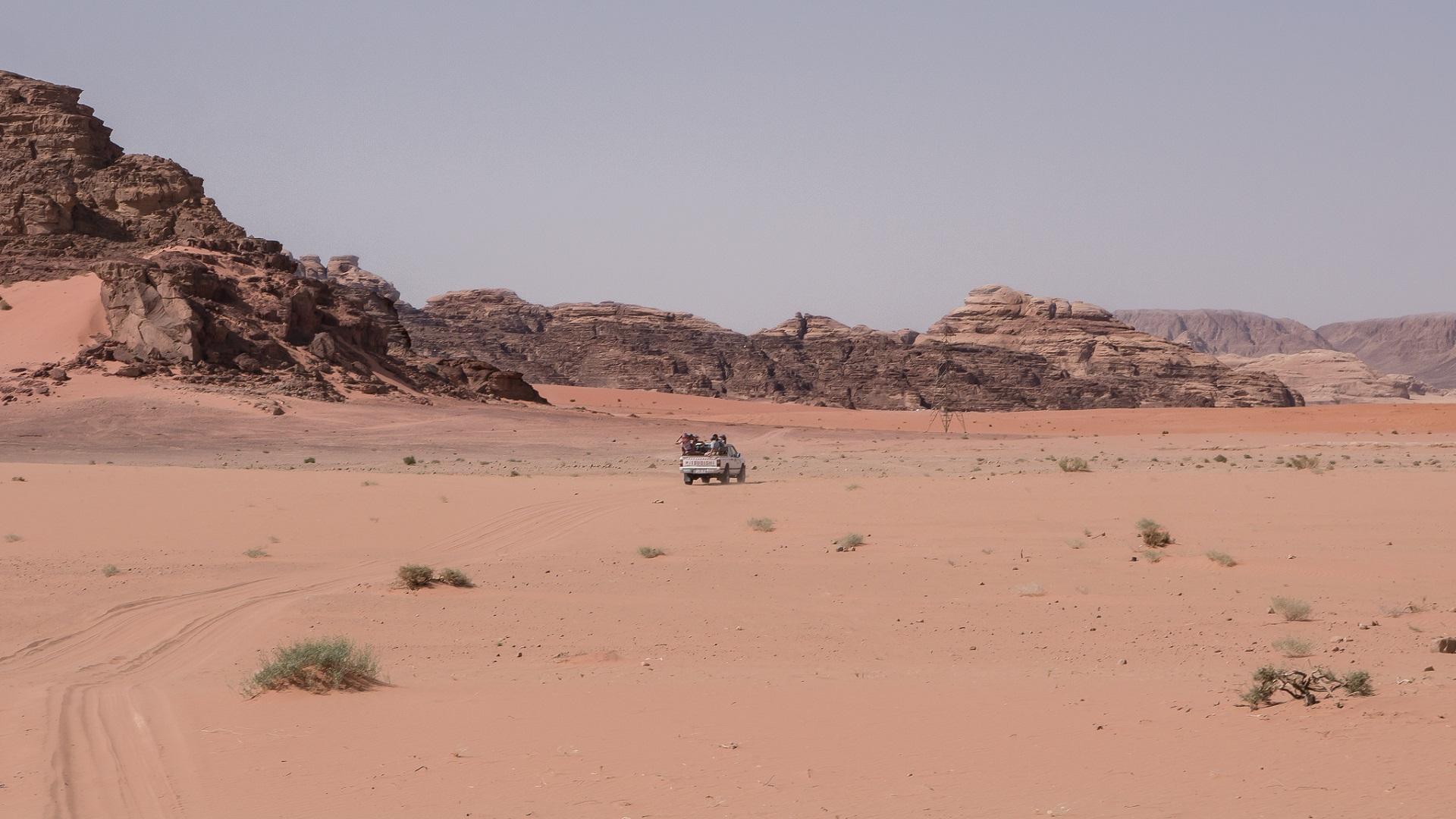 Este dispositivo del MIT recoge agua del aire en el desierto