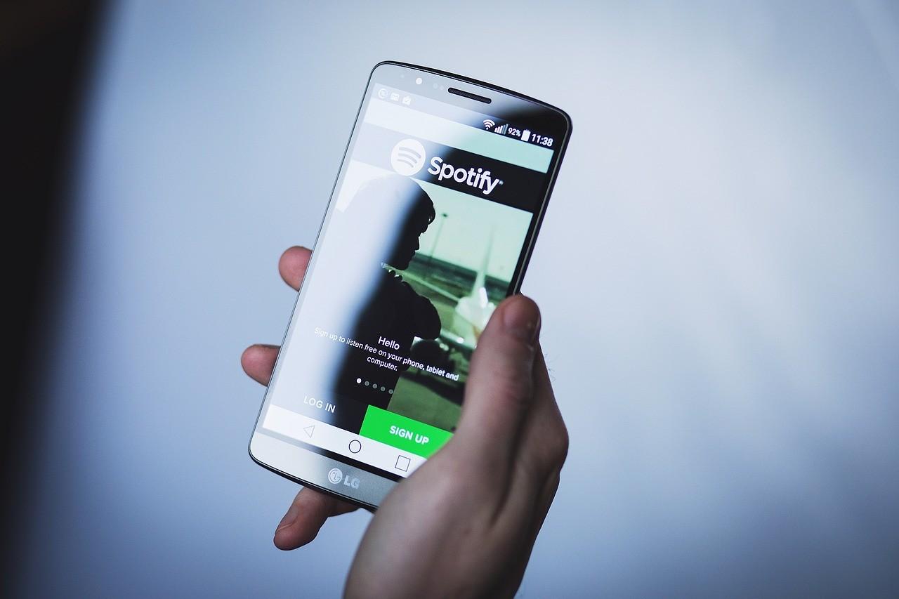 Spotify sorprende con cambios en su app: nuevo diseño y adiós al modo aleatorio