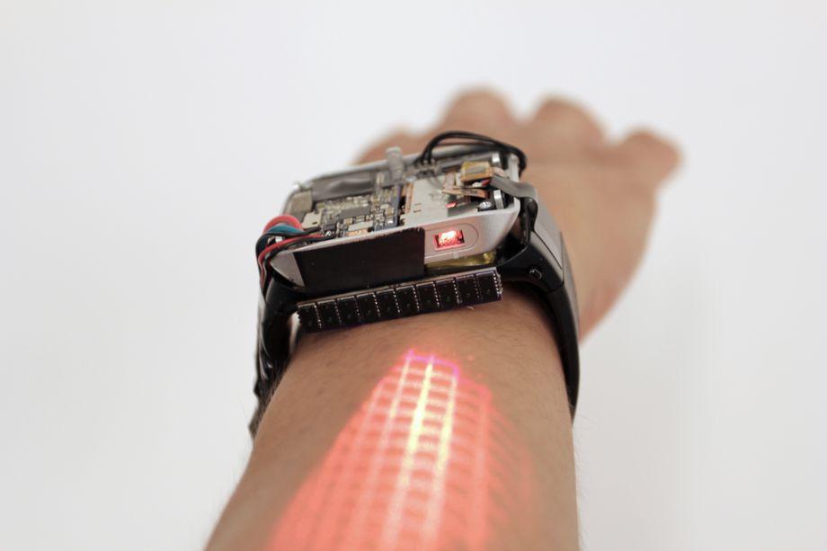El reloj inteligente que convierte tu brazo en un panel táctil