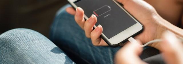 El debate para poder cambiar fácilmente la batería de tu smartphone