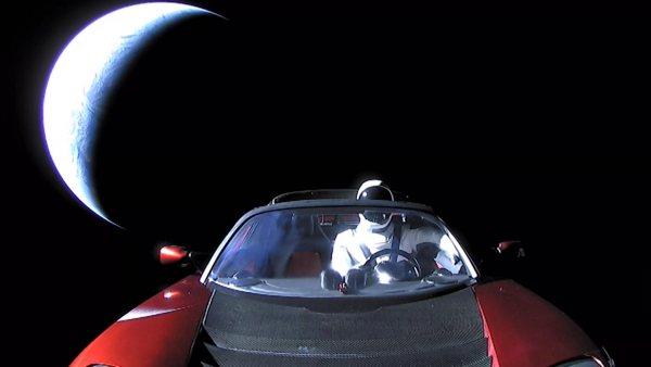 Elon Musk lo ha vuelto a hacer: Tesla Roadster orbita Marte