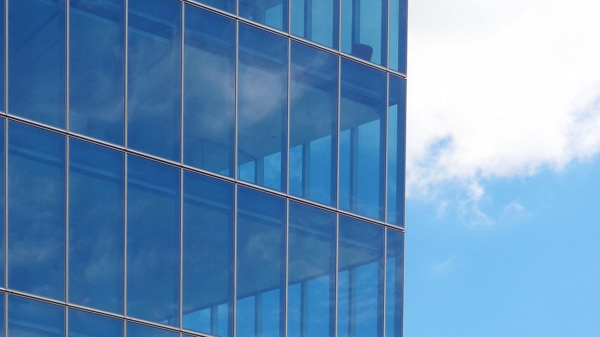 El MIT ha creado ventanas capaces de reflejar el calor del sol