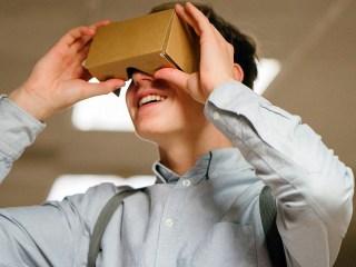 Realidad virtual gafa chico joven TEA