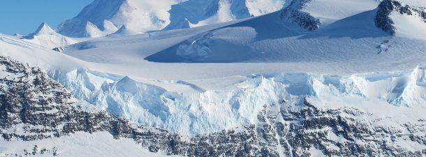 Descubren vida microbiótica en un lago bajo el hielo de la Antártida