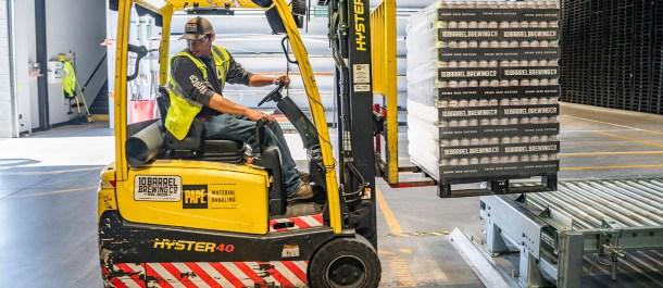 Cuarta Revolución Industrial industria fabrica obrero trabajador carrito