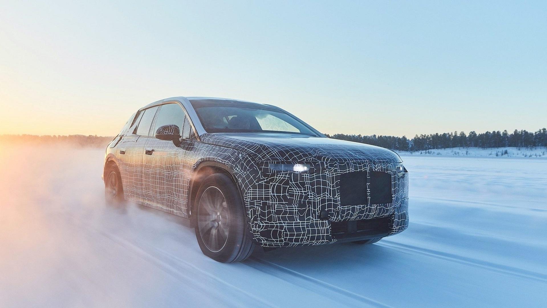BMW prueba su iNext para competir con el Tesla Model 3