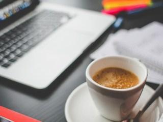 conecta empleo telefonica nuevos trabajos profesiones cafe libro ordenador escritori