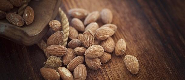cáscaras de almendra frutos secos