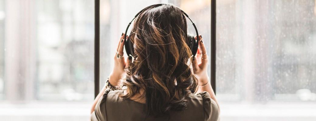 virtualizacion artista auriculares lenguaje universal musica, musicoterapia