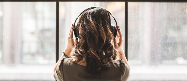 virtualizacion artista auriculares lenguaje universal musica