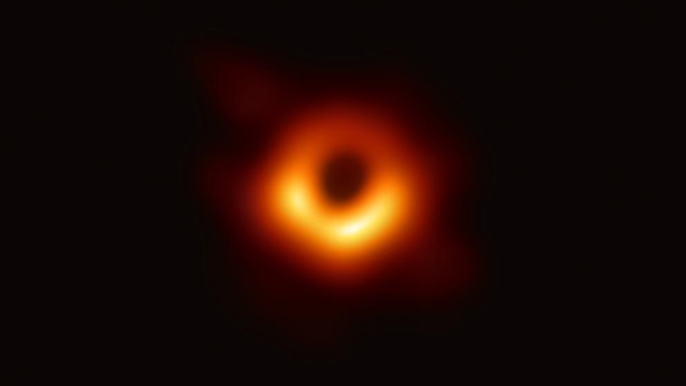 Científicos logran capturar la primera imagen de un agujero negro