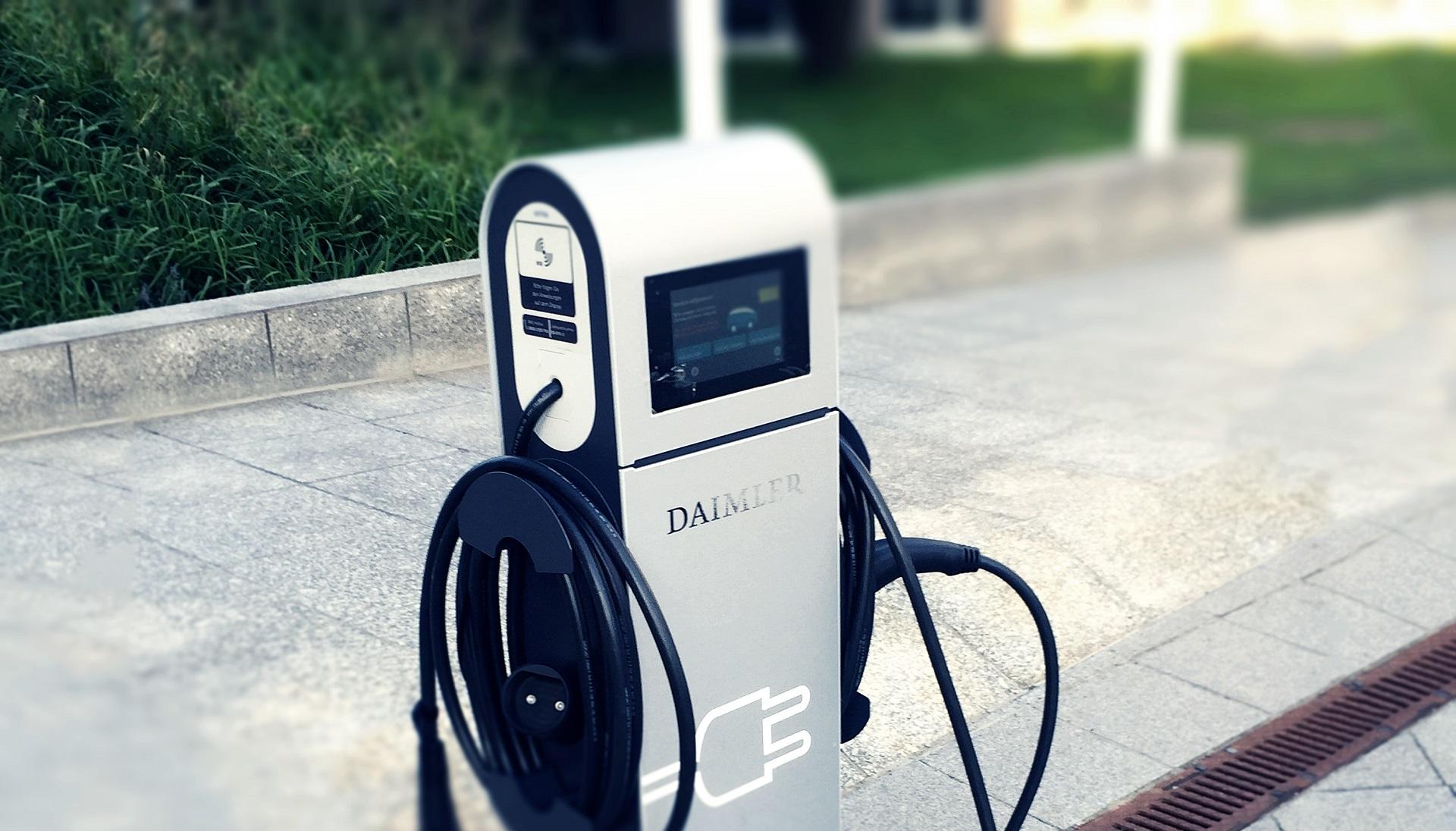 Daimler para el desarrollo de motores de combustión en favor de los eléctricos