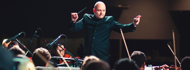 Cómo está revolucionando la IA la industria de la música clásica: un análisis del la IA musical por Aiva Technologies