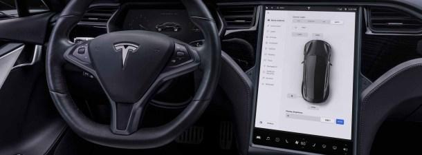 Ponen en carretera más de 100 Teslas en Autopilot al unísono