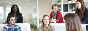 Tecnológicos, trabajadores, responsables y honrados: la autoimagen de los jóvenes actuales