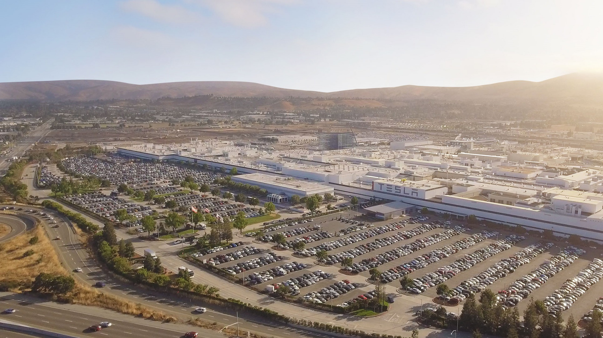 Tesla se vuelca en China: construyen una gigafábrica en Shanghái