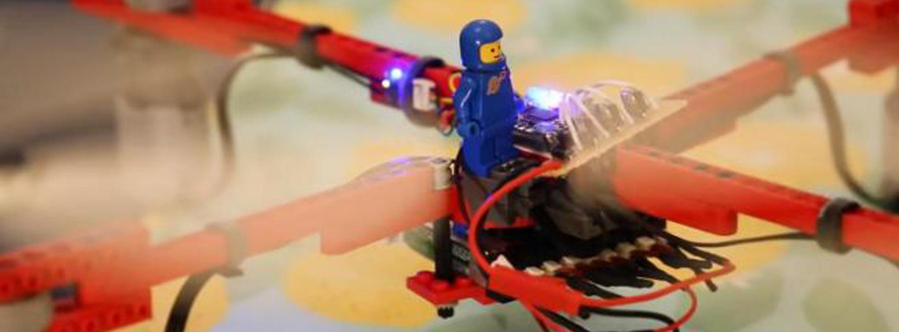 El primer dron funcional hecho casi completamente con piezas de Lego