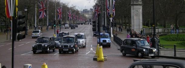Qué significa la prohibición de los coches híbridos en Reino Unido para 2035